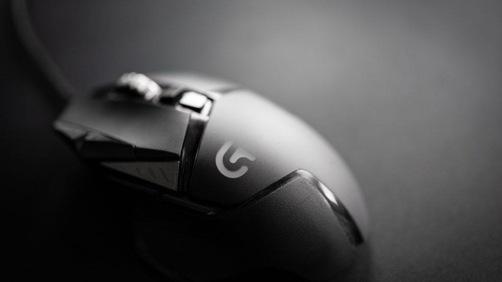 1位:ゲーミングマウス+マウスパッド