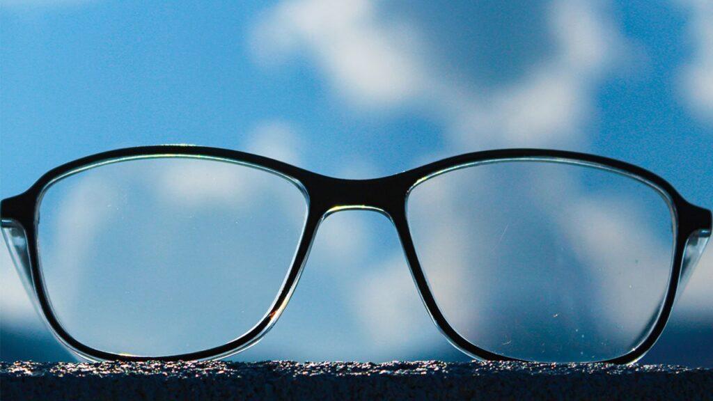そもそも、FPSプレイヤーにゲーミングメガネは必要なのか?【結論:上手くなりたいなら必要です】