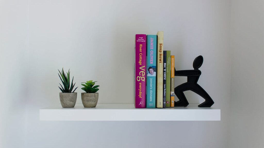 まとめ:ブログ運営をするに当たって本は必須アイテム! 金銭的に余裕があるなら今回紹介したおすすめ本を購入していこう!
